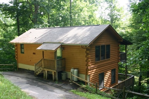 Great Place to stay Serene Setting & Beautifully Wooded near Maggie Valley