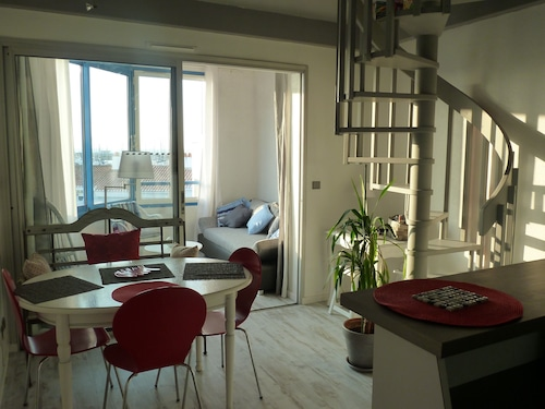 Beautiful Apartment Overlooking the Harbor Herbaudière 4 People