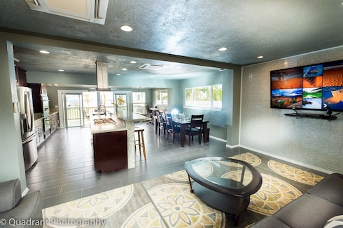 Naupaka Breeze Newly Remodelled Ocean View Home On Front Peninsula W