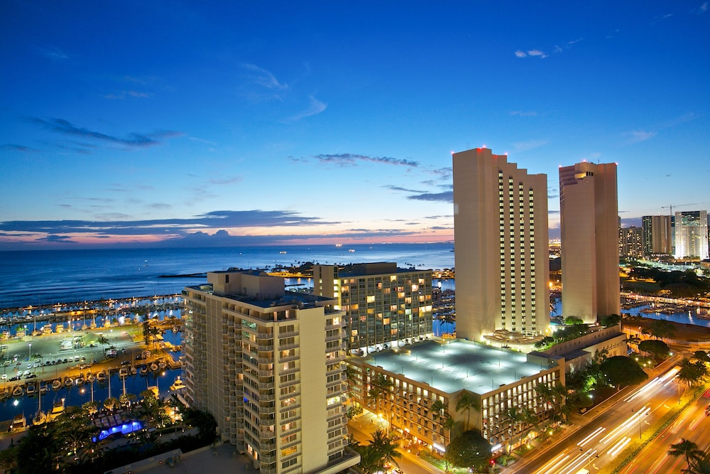 Huge Panoramic Ocean View Renovated Unit Parking Available