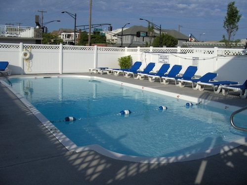 NJ TAX Exempt! 100% NEW 2br, 2BA Condo W/pool 2 Blocks 2 Beach, Wifi