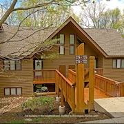 Heart Of Wintergreen! Upgraded. Walk Everywhere and Park the Car! Pet Friendly!