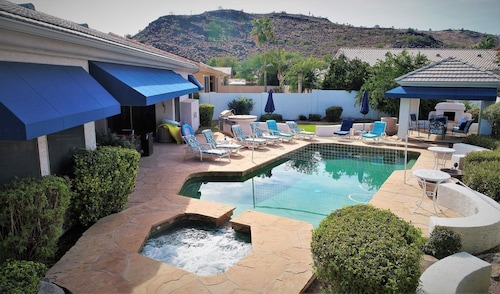 Luxery Resort-style, Pool/spa, Mountain View, Hike, Golf, Near Events!
