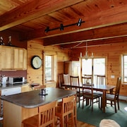 Escape - Log Style Cozy Ski Chalet - Walking Distance To Town