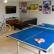 Special Rates for Winter- Beautiful House Sleeps 8 W/gameroom