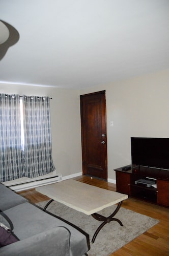 Updated Two Bedroom Near Pittsburgh