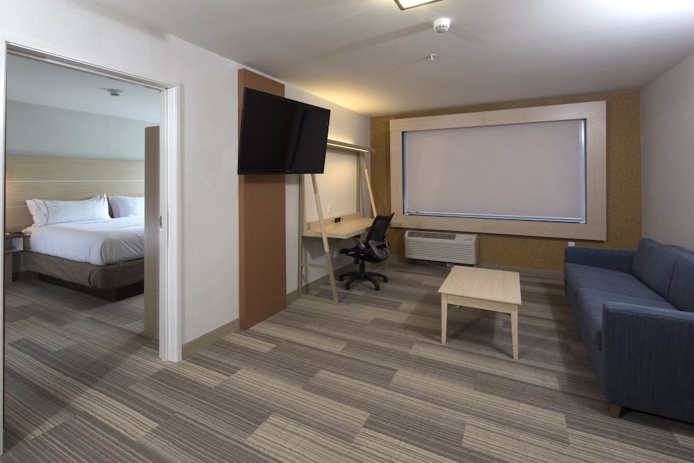 Room, Holiday Inn Express & Suites Gaylord