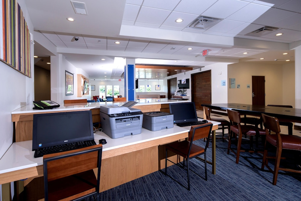 Business Center, Holiday Inn Express & Suites Gaylord