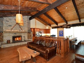 7 Bed Blue Mountain Chalet with Hot Tub #35R