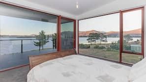 7 bedrooms, Egyptian cotton sheets, premium bedding, down duvets