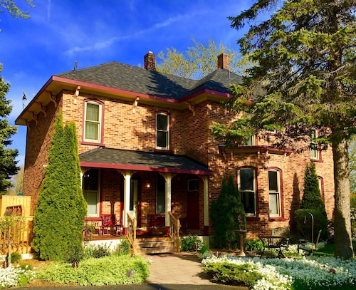 Historic Home in the Heart of Lexington Village June & Aug 2020 Availability