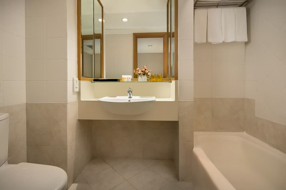 Bathroom, Ramada by Wyndham Hong Kong Grand View