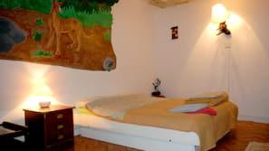Blackout curtains, free cots/infant beds