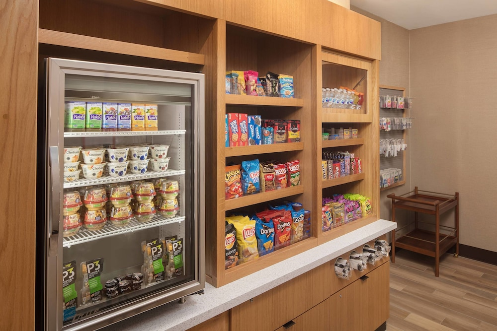 Gift Shop, SpringHill Suites by Marriott New Orleans Downtown/Canal Street
