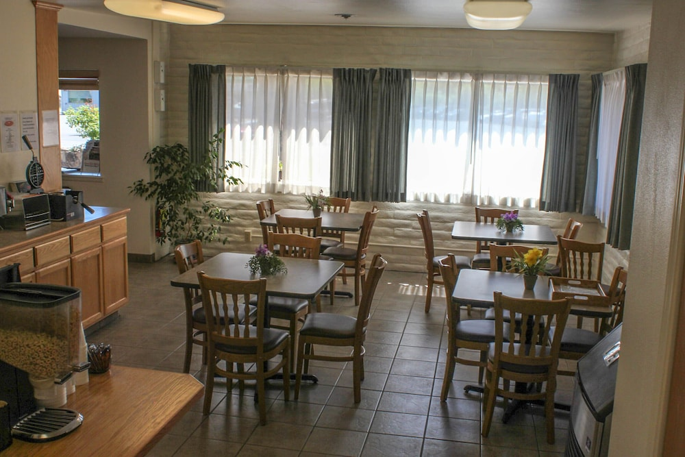 Breakfast Area, Clearwater 12 Motel