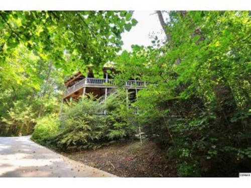 Nestled Among Trees, Pet Friendly Property, Private, Spacious