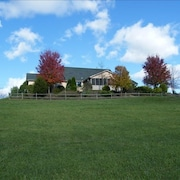 Peaceful, Beautiful Home, Lake Raystown, Pets OK, Kayaks and Golf Cart Available