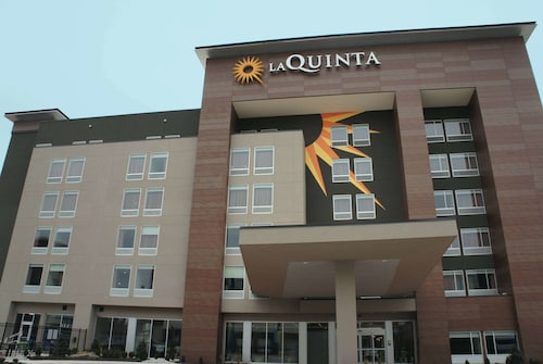 La Quinta Inn & Suites by Wyndham Oklahoma City Airport