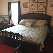 Historic Thomas Pitcher House Room #3: King Bed, Sleep Sofa, and Private Bath