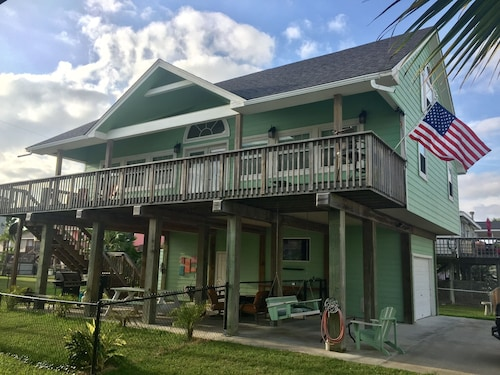 Affordable- 3bd/2ba - Pet Friendly- Walking Distance to the Beach and Bay !!!!