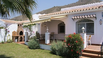 Villa Sol Jardin: 4 bed air Conditioned Family Villa With Shared ...