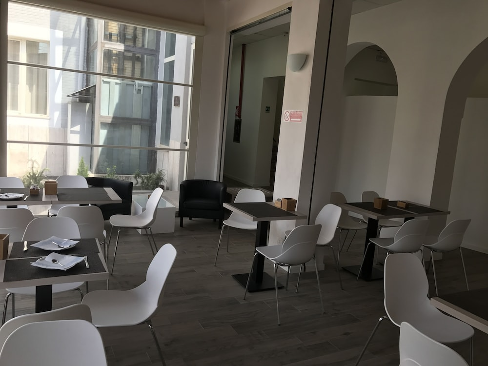 Breakfast Area, Hotel Academy