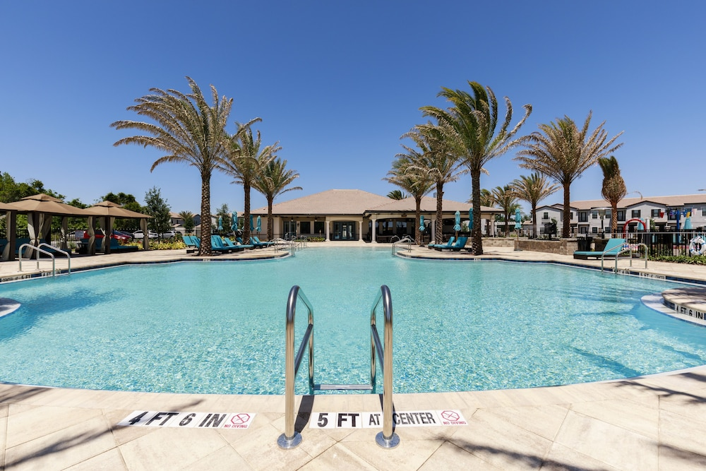 Outdoor Pool, Balmoral Resort Florida