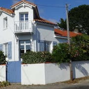 House T2 Quiet, Small sea View, 450m Beach and Spa, 1.3km Railway Station, Port,