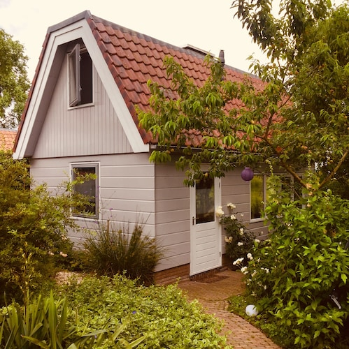 Family Holiday Home Amsterdam, Private Garden, Free Wifi & Parking, dog Allowed