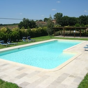 Country House With Swimming Pool and Garden in the Green of Umbrian Countryside
