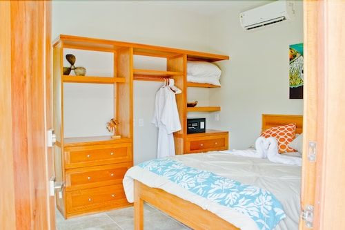 Adults Only Twisted Palm Villa-coral Suite