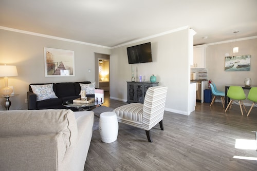 Remodeled, Clean and Highly Furnished Bottom Unit 2105, 1 Block From Beach!
