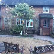 Charming Grade 2 Listed 17th Century Thatch Cottage Dogs Welcome