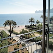 Modern Apartament, Front, 3 Bedrooms, Direct Beach, Awesome