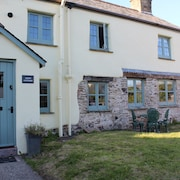 400 Year old Cottage is in the Lovely North Devon Village of West Down