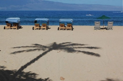 The Best Location In Maui - Steps to the Beach