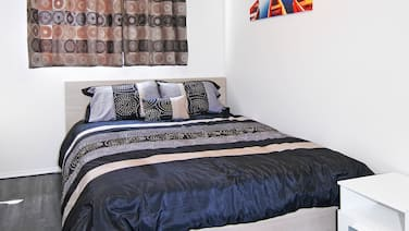 Roomy 7BR, sleeps 18+, 5mins to DT, walk to CTrain