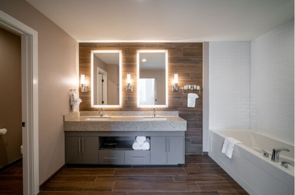 Bathroom, The Malcolm Hotel by CLIQUE