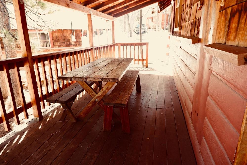 Oak Knoll Lodge And Cabins In Big Bear Lake Hotel Rates Reviews