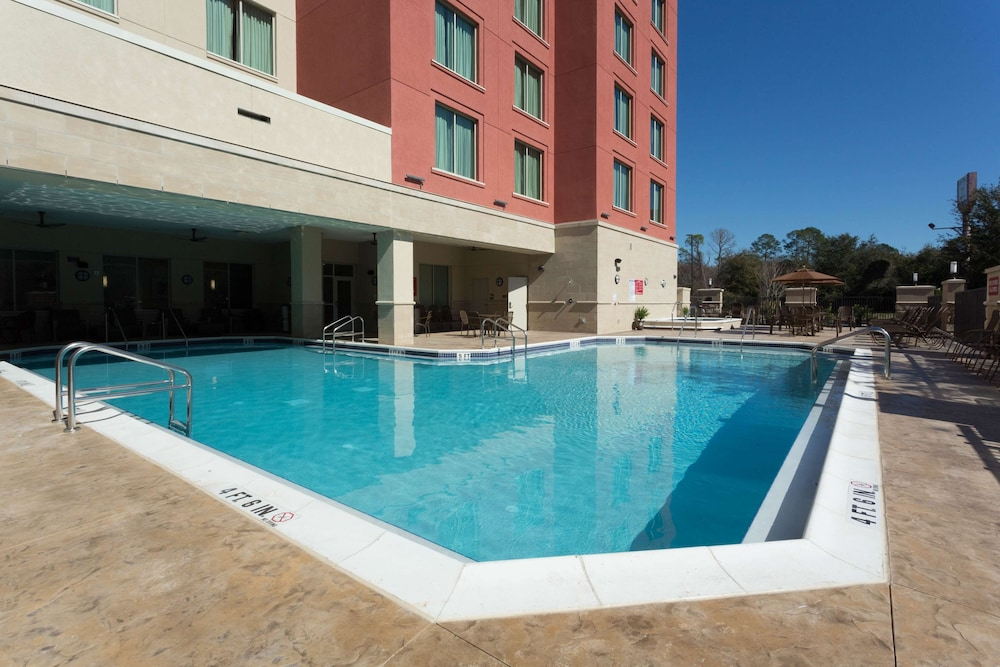Pool, Drury Inn & Suites Gainesville