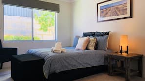 4 bedrooms, Egyptian cotton sheets, premium bedding, down comforters