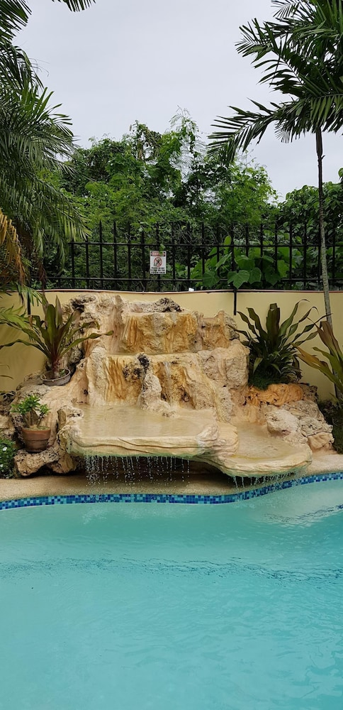 Pool, House With Nice Garden And Big Private Pool For Rent