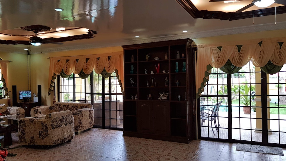 Living Room, House With Nice Garden And Big Private Pool For Rent