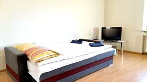 2 makuuhuonetta, silitysrauta/-lauta, Wi-Fi, vuodevaatteet