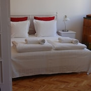 Topfloor 2 Bedroom Next Danube River 5 Minutes Walk to Parliament , AC , Wifi