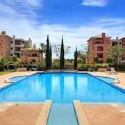 Vilamoura Penthouse , Free Welcome Basket, Wifi, Cable TV, 2 Pools
