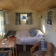 Shepherd Hut Gertrude', Near Beccles - Warm and Cosy, With Private Shower Room
