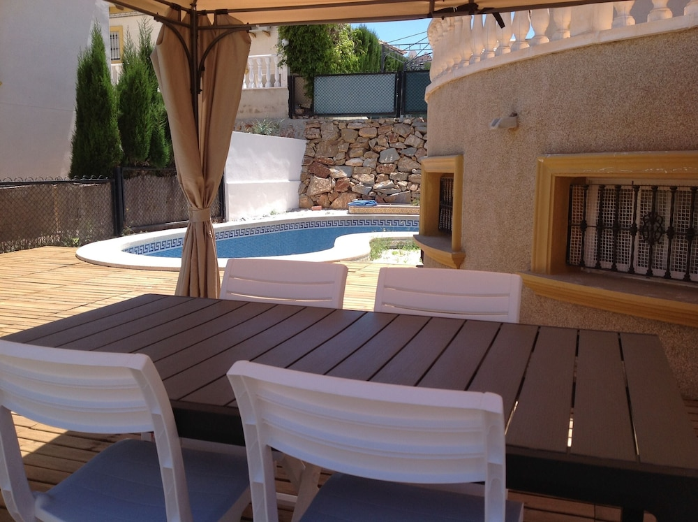 Featured Image, LA Zenia Swimingpool Home 1