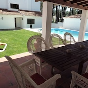 Architect Villa With Private Pool, 3 Minutes to the Beach and 20 min to Lisbon