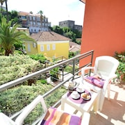 Apartment for 5, Just 3 Mins Walk From Beach and Town With Views of Fortress